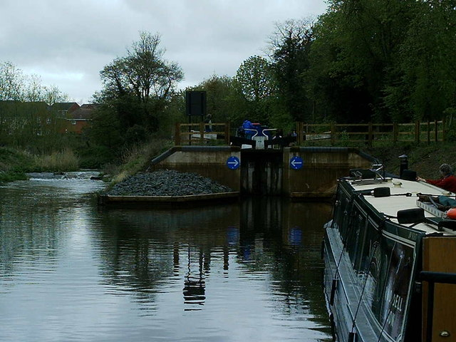 From the river into the Droitwich junction canal