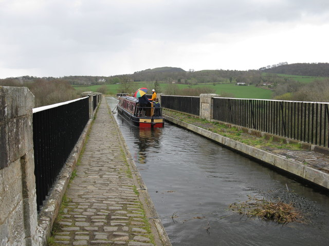Barge on Avon Aqueduct