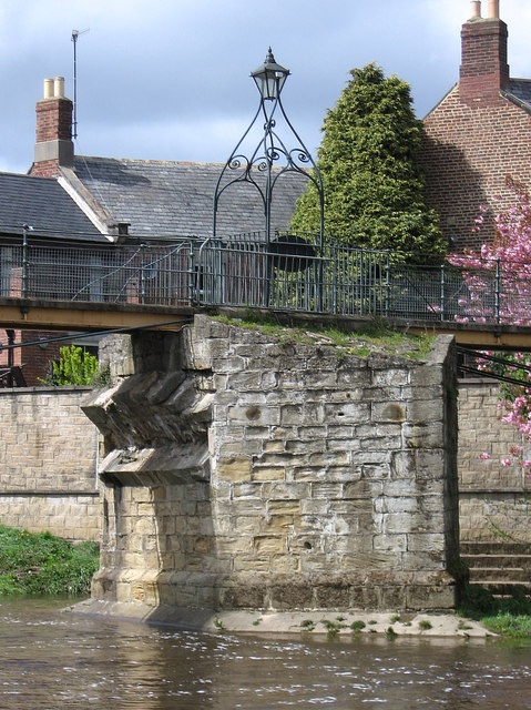 Morpeth - Chantry Footbridge - middle abutment