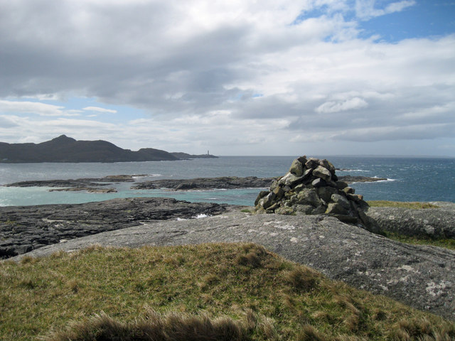 Small cairn near Sanna Point