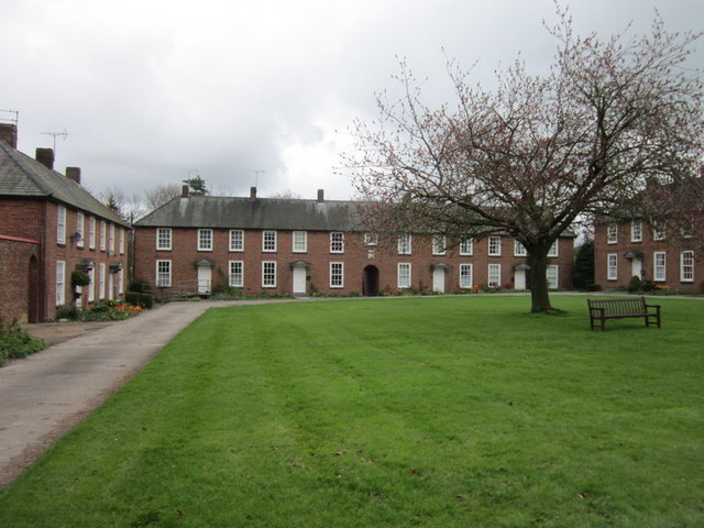 Estate houses at Castlegate Green, Sledmere