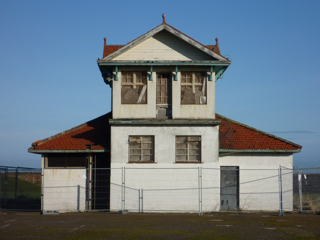 East Lothian Architecture : The Disused Pavilion at Winterfield Park, Dunbar
