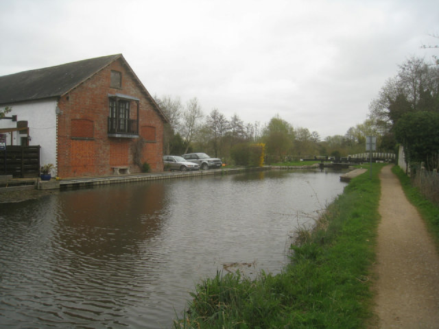 Kennet & Avon Navigation by Southcote Mill