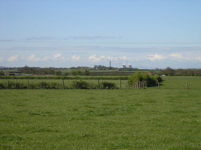View over farmland to Fiddler's Ferry power station