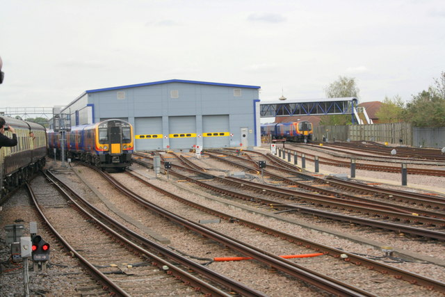 Charter train passes Northam Depot