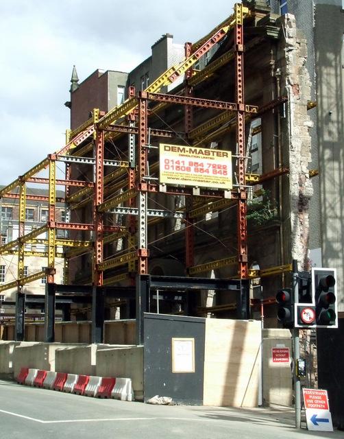Façade retention scaffolding