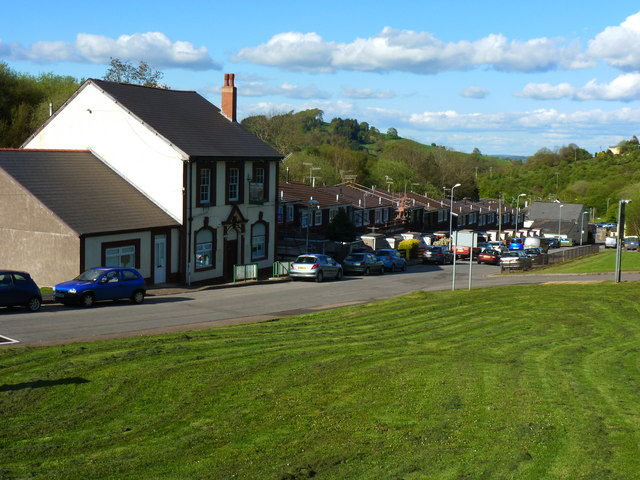 Wheatsheaf Inn and terrace of houses, Cwmynyscoy