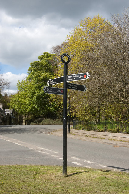 Fingerpost sign, Udny Green