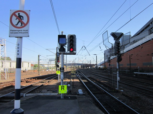 Looking north, platform 4, Doncaster train station