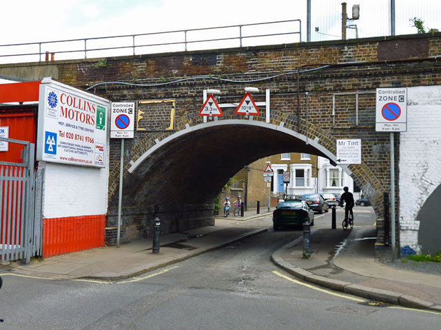 Railway bridge over Trussley Road