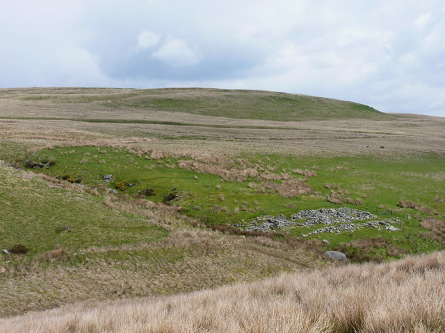 Ruined sheepfold above the Nant Rhydwilym