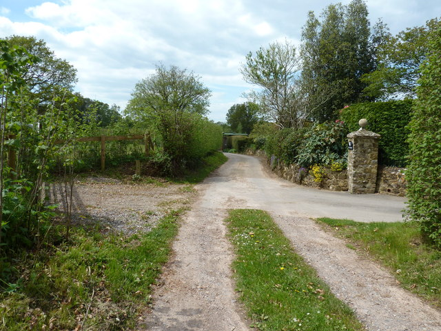 Restricted Byway passing Mill's Farm House