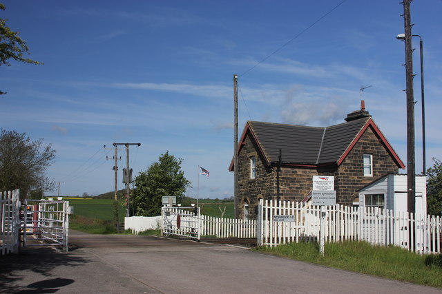 Norwood Level Crossing and keeper's cottage, Mag Lane