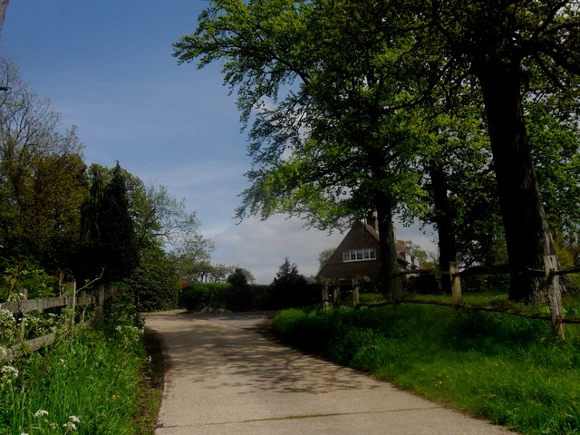 Thornhill Road track - approaching the Vanguard Way route
