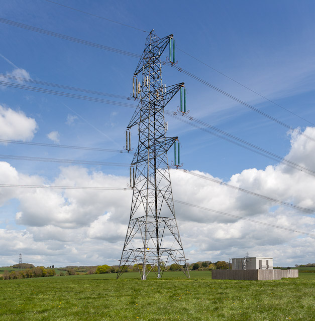 400 KV Pylon with mobile phone aerials