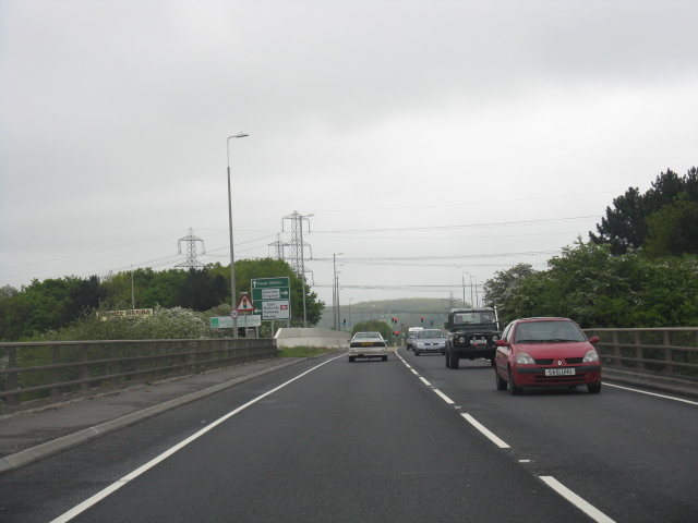 A453 approaching the railway bridge