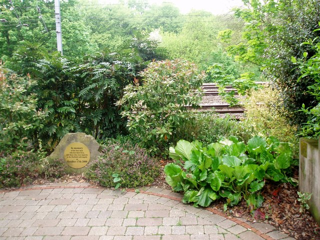 Memorial to The Victims of the Hatfield Train Crash 2000