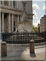TQ3181 : Statue of Queen Anne, St Paul's Cathedral by David Dixon