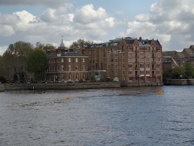 River Thames, Oliver's Wharf, Wapping