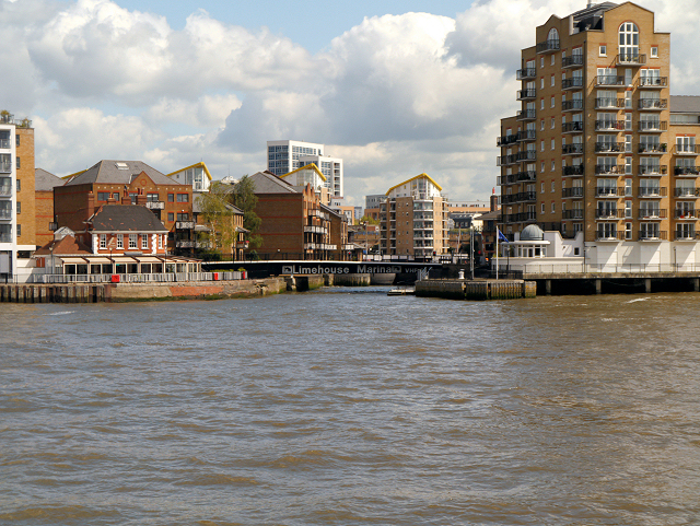 River Thames, Entrance to Limehouse Marina
