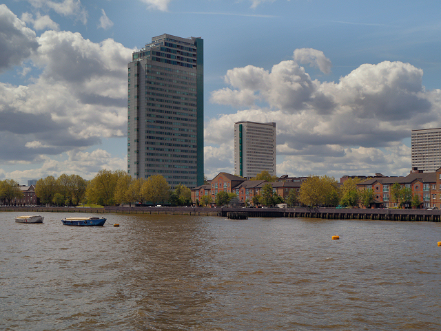 River Thames, Aragon Tower