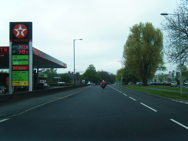 Holmer Road looking north at Texaco filling station