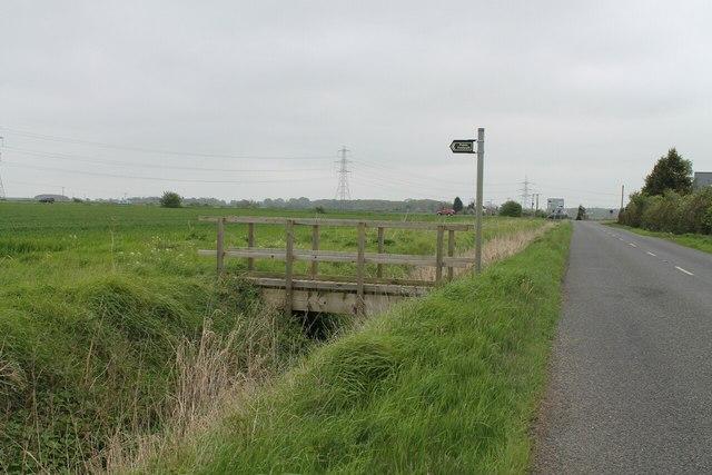 Footbridge and footpath off Moor Lane