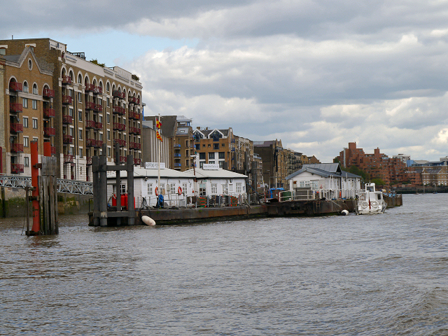 River Thames, Wapping Pier