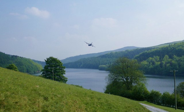 Hercules over Ladybower Reservoir from track to Ashes Farm