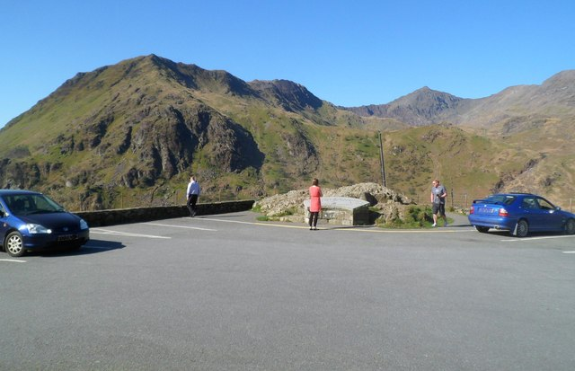 Viewing area and car park alongside the A498, Snowdonia