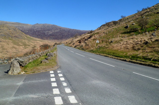 A498 heads north away from a parking and viewing area, Snowdonia