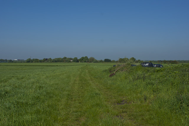 A faint track continues towards Marshalls Farm
