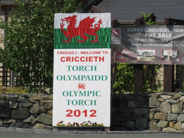 Cricieth yn croesawu taith y fflam - Criccieth welcomes the torch relay