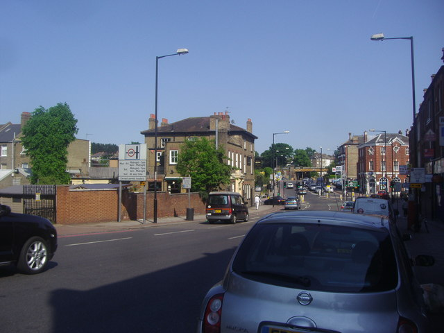 Tulse Hill looking towards the junction with Norwood Road