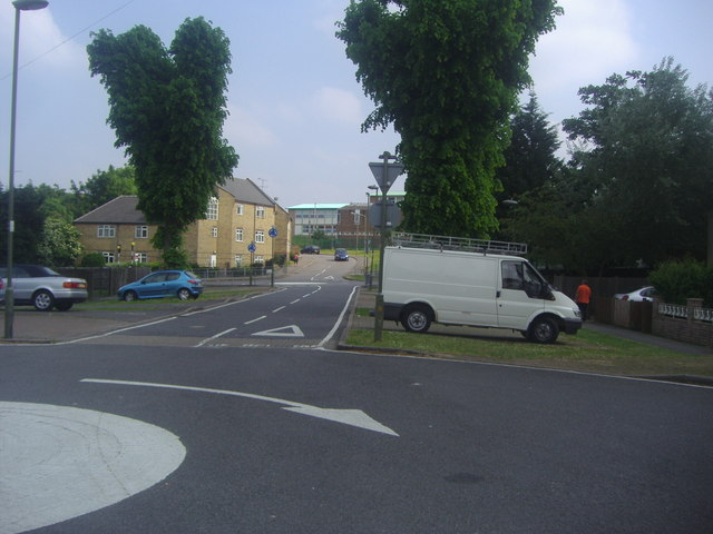 Fallowfields Drive from the junction with Summers Lane