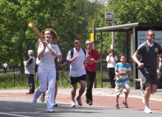 Y Fflam Olympaidd ym Mae Colwyn / The Olympic torch in Colwyn Bay