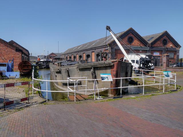 FCB18 - A Concrete Barge