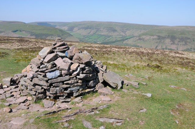 Cairn near Chwarel y Fan