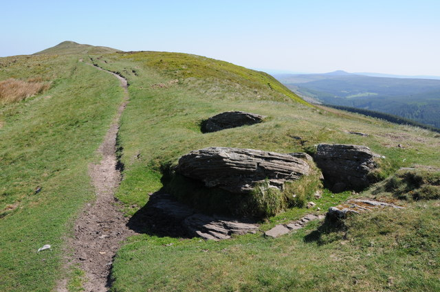 Path approaching Chwarel y Fan