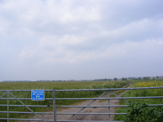 Footpath to Bloodmoor Barn