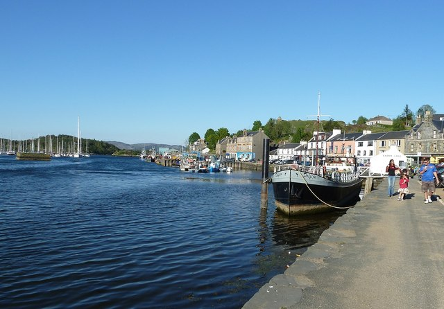 East Loch Tarbert and Harbour Street
