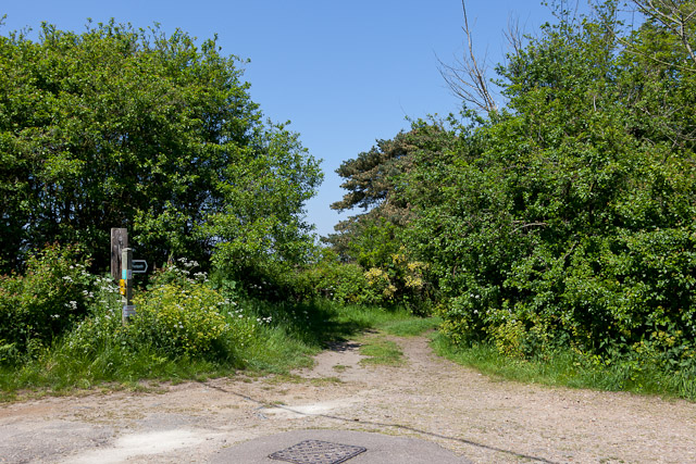 Footpath leaving Leverett's Lane