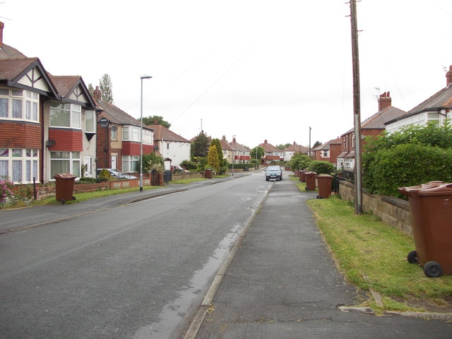 Waincliffe Drive - looking towards Cardinal Road