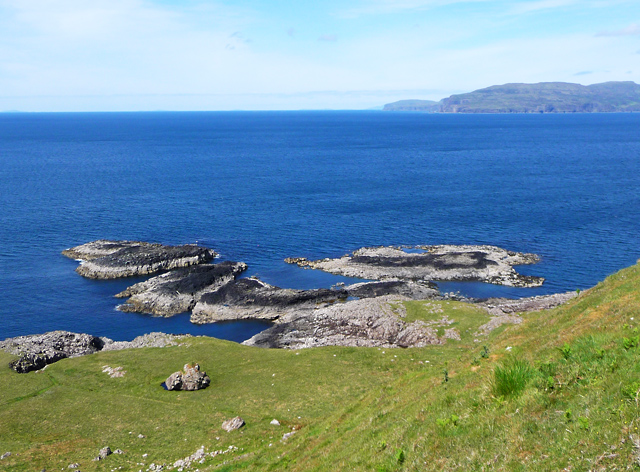 Shoreline below Sgùrr Mòr