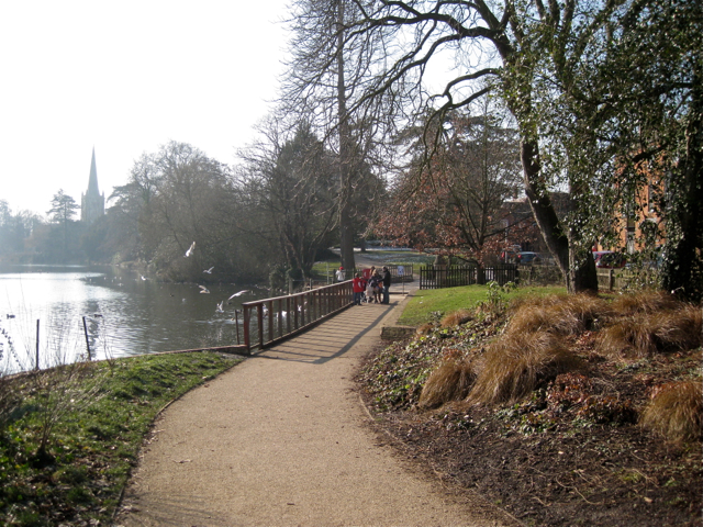 Footpath to Avonbank Gardens and Waterside