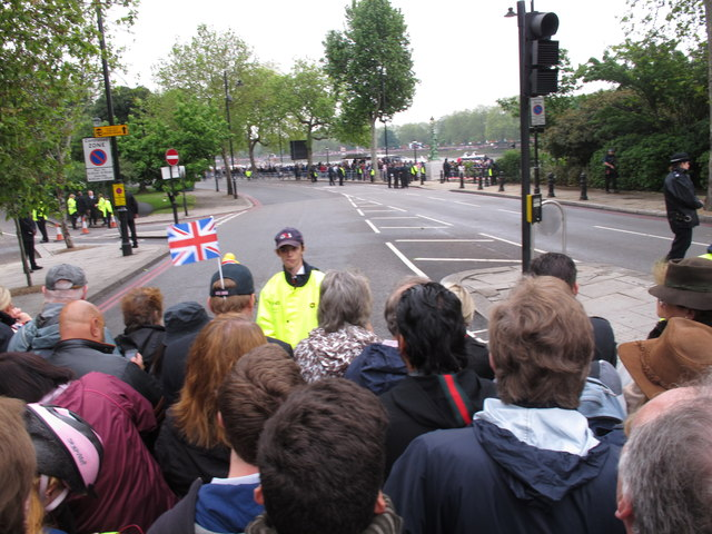 Diamond Jubilee Pageant - security at Chelsea Embankment