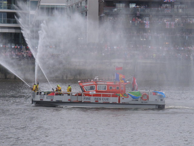 "Diamond Jubilee Pageant - Fireboat ""Fireflash"" spraying"