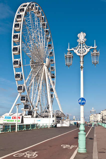 The Brighton Wheel and a lamppost