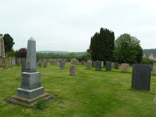 Holy Cross Church, Great Ponton, Graveyard