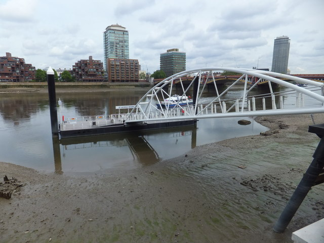 Thames Clipper approaching St George Wharf Pier